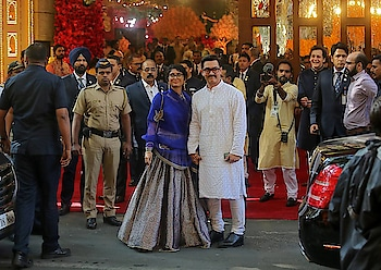 Just #Married #Couple Isha Ambani and Anand Piramal Wedding #Pictures are out now. Have a look #wedding #weddingpics #billionaire #IshaAmbani #AnandPiramal #celebs #celebritywedding #bollywood #hollywood