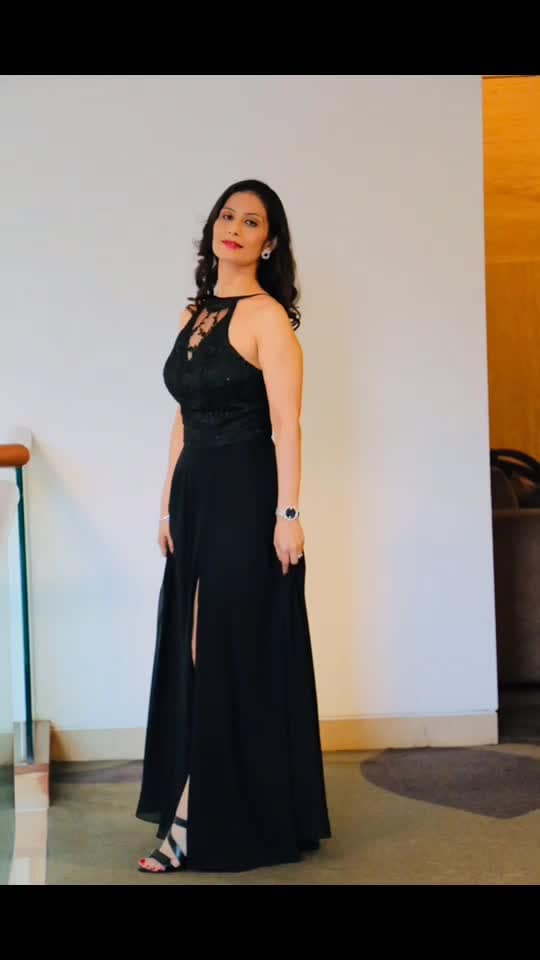 The best nights are usually Unplanned, Random and Spontaneous.  Ho Ho Ho 💋💋💋 Love M #ChefMeghna #eveningwear #ootd #lastnight #funnight #MeghnaSays #holidayparty #MerryChristmas #sizzling #nightout #havefun #dressedup #womaninblack #womeninblack #merrychristmas