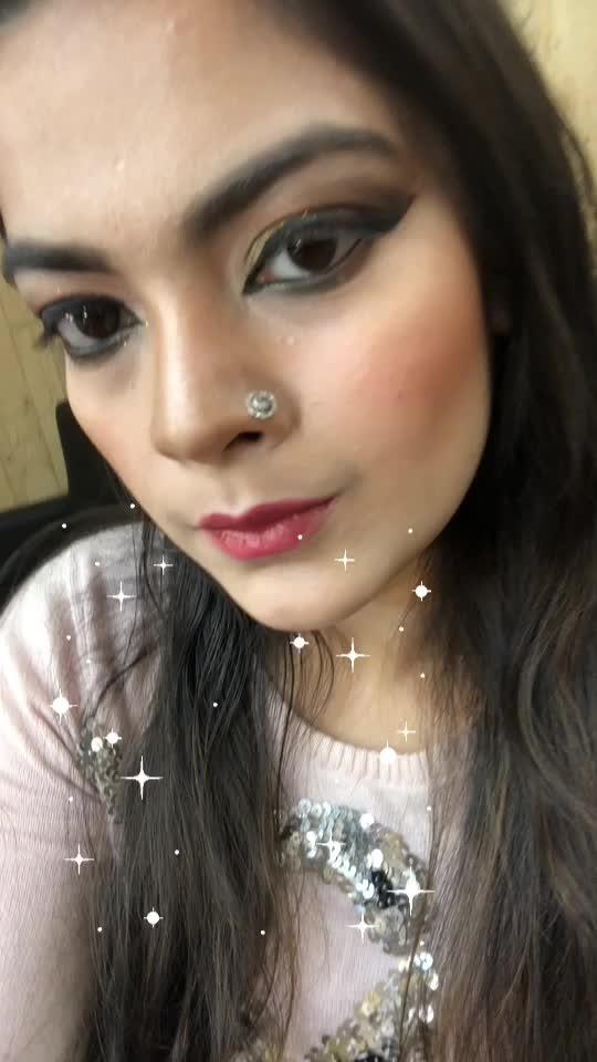 Created this bridal look . #kryolan #kryolanindia #kryolanmakeup #glittereyes #glittereyeshadow #lookgoodfeelgood #beats #fashionquotient #fashion-addict #soroposogirl #roposolove #trending #rangoli #beautyvblogger #ropo-makeup #eye-makeup #lakme #maybellineindia #glitter