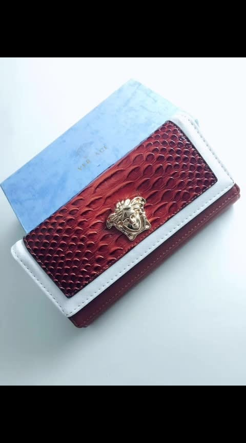 #versace #versacewallet #girlswallet #leatherwallets #forwomens #premiumquality #withultra #smoothzip #withoriginalpacking #codavailable For more details please whatsapp @ +918929612291