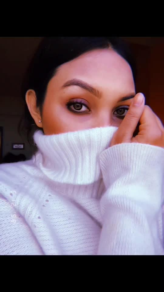 No job is complete until the selfie is posted. 🌈👅 . . . . #photooftheday #writer #makeup #makeupjunkie #love #winter #winterfashion #winterwonderland #whiteonwhite #vintage #eyelashes #ootd #ootdfashion #fashion #fashionblogger #styleblogger #stylist #happy #french #roposolove #bloggerstyle #stylish #writer #contentcreator #contentwriter #plixxoinfluencer