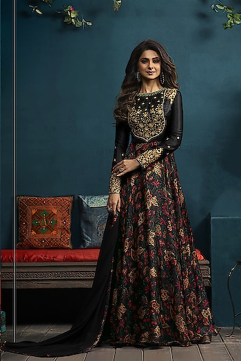 Flaunt Your Rich And Elegant Taste Wearing This Designer Floor Length Readymade Gown...💞 Price:- 3800/- 💗 Worldwide Shipping 💗 For Order/Price What-app us (+91) 8097909000 💗 Quality Assured 💗 Custom Stitching * * * * #salwar #salwarsuits #dress #readymadegown #readytowear #dresses #longsuits #suitsonline #embroidered #onlinefloralsuit #floral #fashion #style #gown #gowns #classy #designer #partywear #partyweargown #exclusive #ethnic #floralprinted #love #us #uk #usa #international #worldwideshipping 📦 ✈