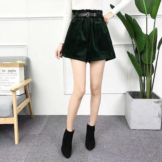 #hotshorts #bottomwear #velvet #velvete #velvet pants #thighlength #bottom- Belt #elasticpants #minishorts  #militarygreen