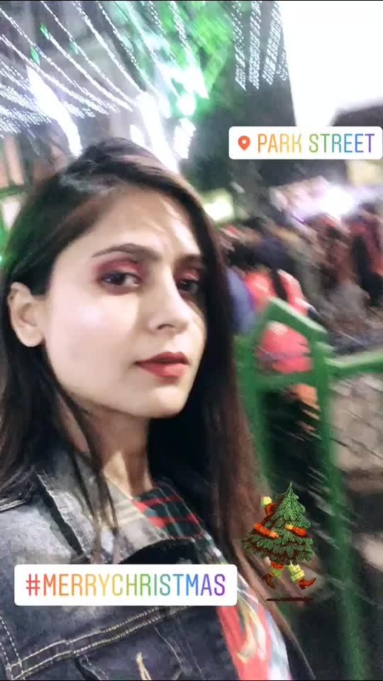 🎄MERRYCHRISTMAS🎄 #myfam . . . . . . . . . . . . . . . . . . #fashonictrishaa #merrychristmas #love #festival #contentcreator #globalinfluencer #happy #ootd #christmas2019  #parkstreet #kolkata #traveller #red