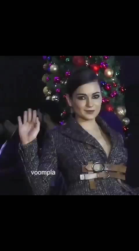 Kangzzz is dressed like she's straight off the fashion ramp in NYC 😍😍 The diva was seen arriving at designer Neeta Lulla's partayyyy recently ❤️❤️  #bollywood  #kanganaranaut   #bollywoodstyle  #bollywoodfashion  #mumbaidiaries  #delhidiaries  #indianactress  #bollywoodactress  #bollywoodactresses #love #song #dance #kanganaranautfc
