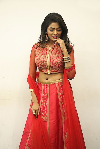 Shalu Chourasiya in red lehenga stills at En Kadhali Scene Podra movie audio launch https://www.southindianactress.co.in/telugu-actress/shalu-chourasiya/shalu-chourasiya-en-kadhali-scene-podra-audio-launch/  #shaluchourasiya #southindianactress #teluguactress #tollywood #tollywoodactress #indianactress #indiangirl #indianmodel #actress #fashion #style #lehenga #lehengalove #lehengacholi #red #redlehenga #indianfashion #indianstyle #indiandress #navel #actressnavel #lehenganavel