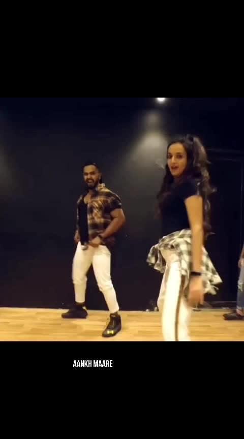 Beats on Aankh maare #beats   #roposo-beats   #beat   #love-status-roposo-beats   #beatschannel   #beatslove   #wow   #roposo-wow   #wowchannel   #dance   #roposo-dance   #dancelove   #dancemoves   #dancelovedance  #dancechannel  #wowtv  #wow_tv   #beatstv