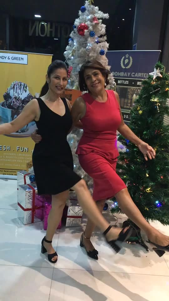 When you meet Rashmi Uday Singh - the legendary author of 39 books, multiple international awards winner and celebrity columnist, #FoodieBlindDate goes beyond fine dining to fun dancing. Ho Ho Ho Merry Christmas 💋💋💋 Love M #ChefMeghna #foodieblinddate #Christmas #merrychristmas #xmas #dinner #restaurant #foodie #celebrity
