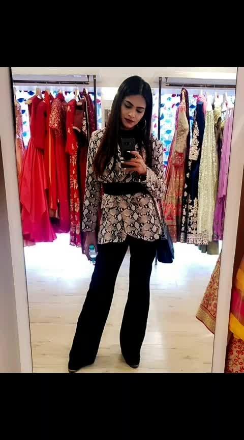 #newpost #latepost #instagram #snake #blazer #pants #belt #widelegpants #snakeprintblazer #animalprint #print #sarcasm #sarcasmonly #fashionblog #fashiondress #fashiondaily #fashionlove #style #styleinspo #styleinfluencer #love #work #ex #aashimalamba #thebasicrebel