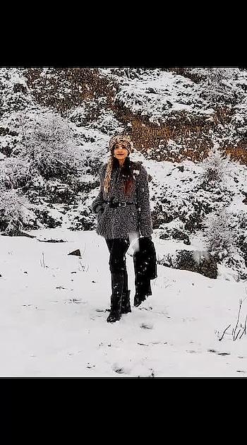 #travel #travelblogger #travelgram #travelling #traveller #uttarakhand #uttarakhand_beauty #auli #snow #snowfall #snofashion #furcoat #fashionblogger #lookoftheday #aashimalamba #lambatravels #tbrtravels #uttarakhandheaven #heavenonearth #thebasicrebel