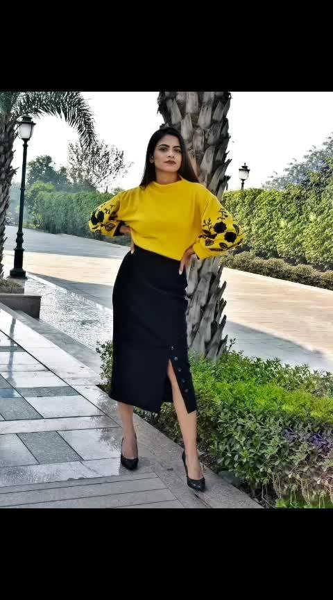 #black #yellow #taxi #kaalipeeli #skirt #top #pumps #fashion #fashiontrend #fashionoftheday #fashionblog #fashiomodel #fashionist #fashionpost #ootd #winteroutfit #shein #sheinfashion #sheinxme #sheinofficial #thebasicrebel #aashimalamba #lamba