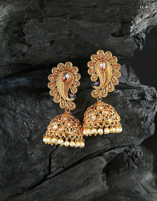 Checkout this peacock design Zumkaa earring.To see more designs click on this link:https://bit.ly/2MEli2M #earring #traditionalearring #zumkaa #earringjhumkaa #jhumkaaearring #fancyjhumka #goldenearring #fancyearring #earringtraditional #jewelry #AnuradhaArtJewellery