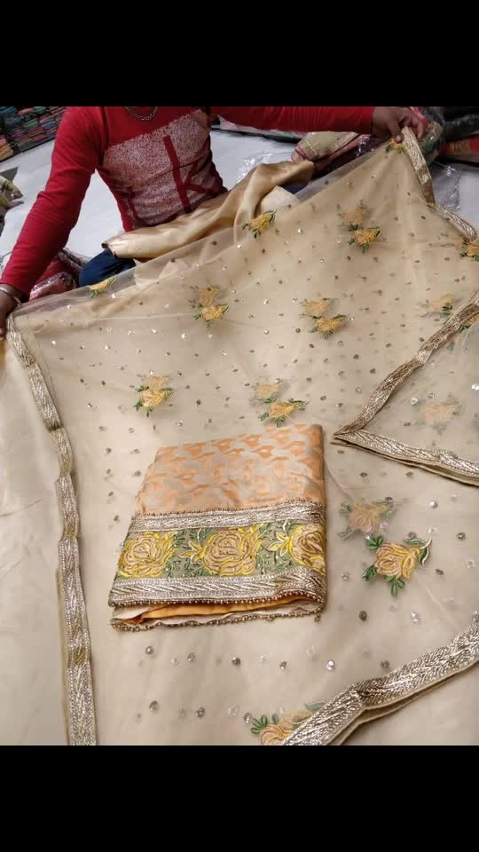 Rate:1550/- Beautiful deginear  bnarsi silk with work 🤩🤩🤩🤩z🤩🤩😍 😍😍😍😍 Net duppata with work  Grp