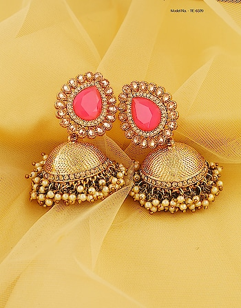 Pink colour adorable pair of dazzling jhumka earrings from Anuradha Art Jewellery will appeal to you at very first look. To see more designs click on the link: http://bit.ly/2SzMSSf  #jhumkaearrings #jhumkadesign# pearlsjhumka #goldjhumkadesign # onlinejewellry #AnuradhaArtJewellery#aaj