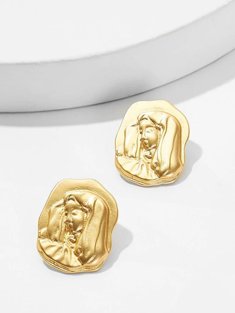 Golden Figure Engraved Stud Earrings Website Link- https://bit.ly/2RXy571. . . . . #earrings #earring #goldearrings #gold ##love #partywear #indiandesigner #bracelet #jewellery #stylish #accessories #jewelry #india #mumbai #women #girls #casual #jewelrydesign #jewelrylovers #fashionjewellery #womenjewellery #onlineshopping #fashionblogger #indianfashion #westernjewellery #statementjewelry