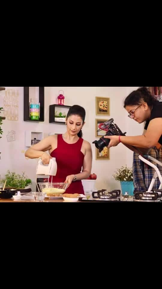 No job is easy !!! Ask my DoP who would stood on her feet all day just to get that perfect shot in every frame... yes shooting is fun but shooting a baking video is a lot of blood n sweat.   💋💋💋 Love M #chefmeghna #shootlife #behindthescenes #efforts #hardwork #trustme #MeghnaSays #shooting #camera #videoshoot #recipes #challenge