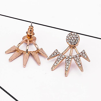 Crystal Studs to give a oomph to any look of yours😍😍😍 Shop yours at https://kacyworld.com/product/spikes-studs/ . . #kacy #kacyworld #kacyjewelry #studearrings #earrings #fashionjewelry #jewelrybloggers #freeshipping