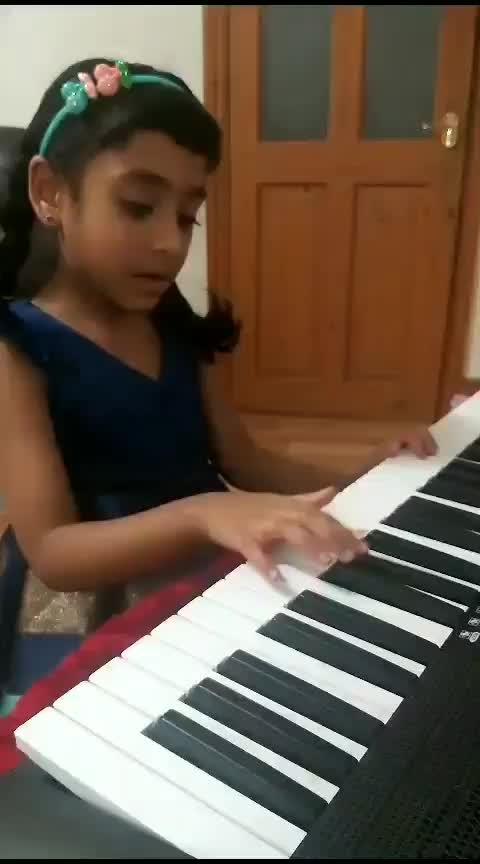 (practice session)5yrold laasya playing Edsheeran shape of you in her piano #edsheeran #shapeofyou #pianomusic #musiclove #risingstar  #risingstaronroposo #roposostar #roposotv #roposobeats #roposo_beats #laasya  #girlslikeyou  #littlegirl  #shapeofyoumusicvideo