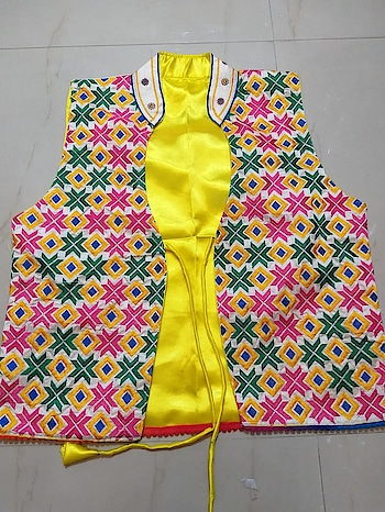 Shiny Silky cotton phulkari jackets Fitupto xxxl 🎀 19 Inches width / 21 inches length Price:- 799/- For Order What-app us (+91) 8097909000 * * * * #salwar #salwarsuits #dress #dresses #jackets #ethnicjackets #jacketstyle #fancy #phulkari #phulkarijackets #cottonjackets #stylish #ethnic-wear