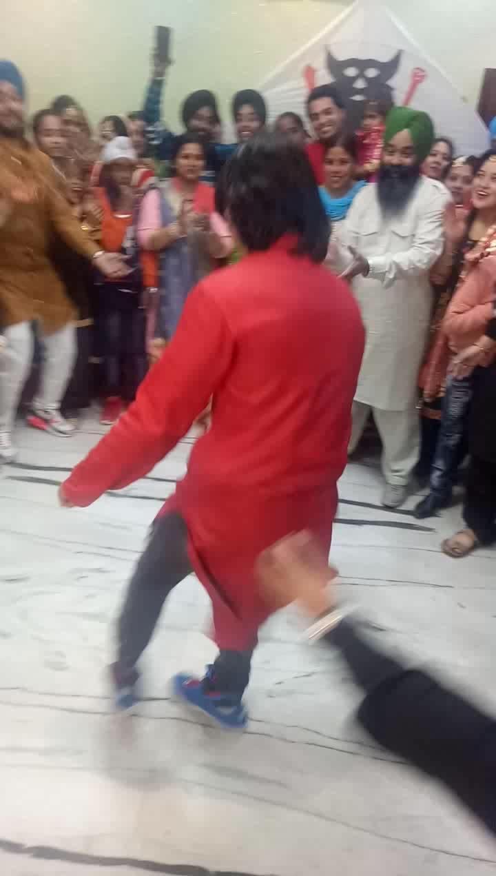 Breaking in Bhangra beats! Had a great time recently performing in Jado ritual in Ludhiana. #ropo-love #ropo-good #bboy #godhand #veerediwedding #wedding #dance #bhangra #punjabi #punjabiweddings