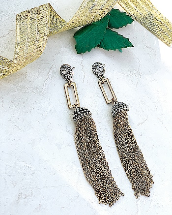 Trendy Metal Tassel Earrings..Perfect for any Occasion 😍💫🌟 |COD Available all over India| . . #kacy #kacyjewelry #kacyjewellery #kacyworld #fashionjewelry #tasselearrings #earrings #jewelrybloggers #shoponline