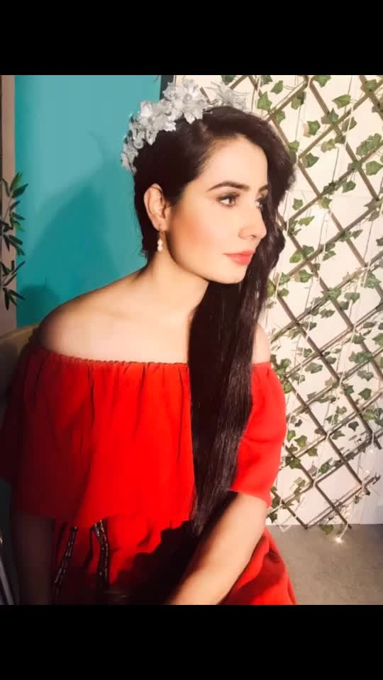 Think like a queen because a queen is not afraid to fail. 👑👸 #queen #crown #princess #red #offshoulderdress #flareddress ##red #bold #color #reddress #longhair #silkyhair #rapunzel #indianrapunzel #herbo11 #oil #aayurvedic #ad #shoot #healthyhair #hairoil #herbaloil #smoothahir #shinyhair #blessed
