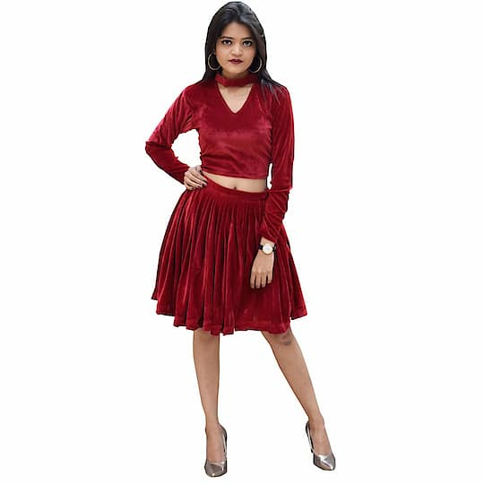 Rajkumari Velvet Co-Ord Set Designer Party wear Dress for Women Fit Type: Regular Fit Style: Velvet Co-Ord Set Dress Material: Velvet Fit Type: Regular Fit Occasion: Casual Wear, Party Wear Available Size: X-Small, Small, Medium, Large, X-Large, XX-Large Here are very beautiful designer one piece red velvet dress for valentine day from the house of Rajkumari You can purchase now on Amazon market place #dress #womensdress #dressforgirls #valentinedress #partyweardress #onepiecedress #designerdress  https://www.amazon.in/dp/B07N3TYZ8Z?ref=myi_title_dp