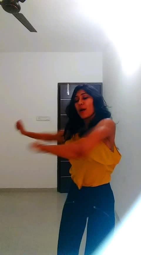 Abuzada 😈 #abuzada #dance #groove #moves #roposo-dancer #dancersofinstagram #dancelove #talenthunt #talent #dancetalent #risingstar #risingstaronroposo