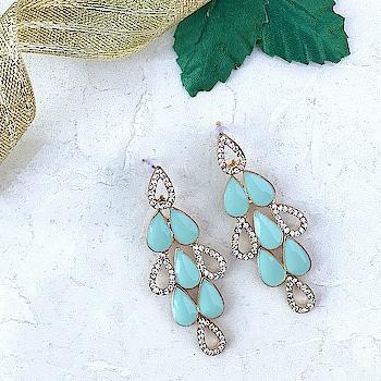 These gorgeous Blue #Crystalearrings is something , we can't stop drooling over 😍 Shop Here : https://kacyworld.com/product/elegant-drop-earrings/ . . #kacy #kacyworld #kacyjewelry #fashionjewelry #jewelrybloggers #crystals #crystaljewelry #partyjewelry