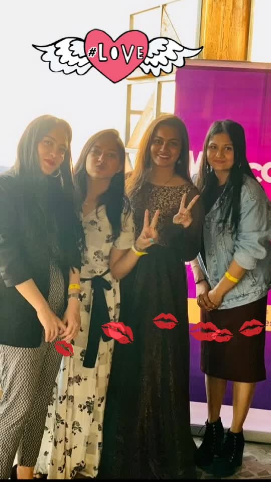 life is all about making memories🤷🏼♀️🤷🏼♀️ Roposo meet and greet was one of that kind.. It was lovely meeting these women #beautywithbrain  - one and only @fehmidababa   #hardworking - @gagan95  #naughtywife - @anishasada #roposoloveshyd