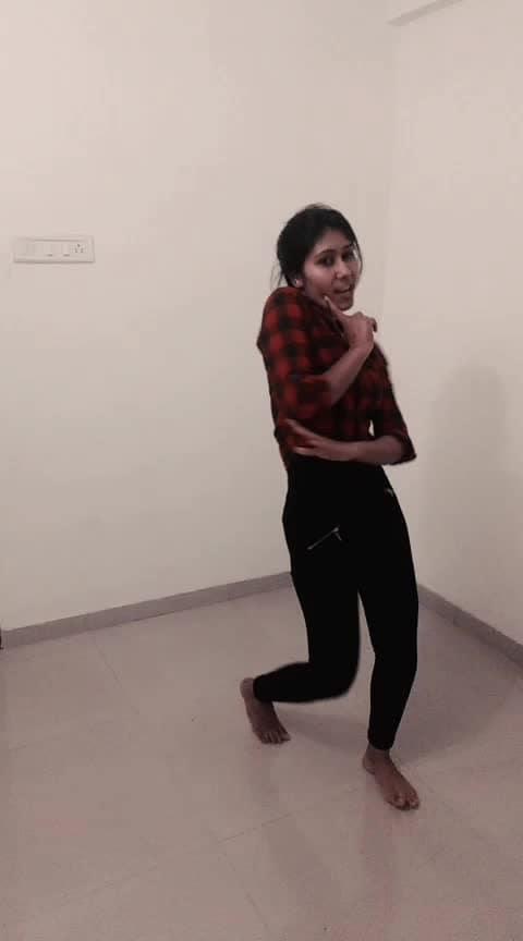 Ankh maare 😙😉 #bollywood #simmba  #dhamaal  #dance #roposo-dance #dancerslife #roposo-dancer #energetic #indian #bollywoodstyle