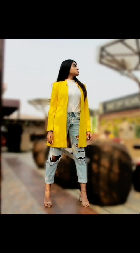 Well, neon is back 🤔 . . #ootd #yellow #yellowblazer #rippedjeans #whiteturtleneck #clearheels #neon #neonyellow #denim #white #ootdgals #valentinesdayoutfit #valentinesday2019 #aashimalamba #thebasicrebel #lamba