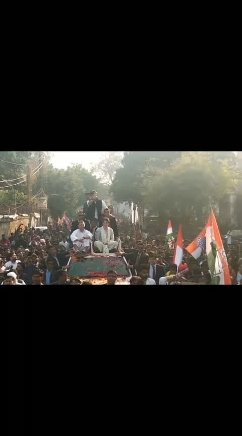 लखनऊ ने शायद ही ऐसा कोई रोड शो देखा होगा, छा गई प्रियंका गांधी  #priyankagandhi #rahulgandhi #congress #lucknow #roadshow #uttarpradesh #news   plz gift and follow for more news
