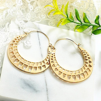 We are coming up with some amazing spring collection , so Stay tuned and keep enjoying the sneak peaks 😊😊❤️ Till then Shop Here : https://kacyworld.com/product-category/earrings/ . . #kacy #kacyworld #kacyjewelry #jewelrybloggers #shoponline #casualearrings #metallicearrings #fashionjewelry