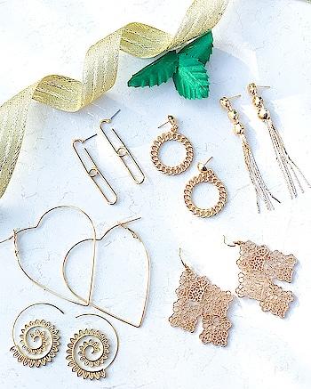 Metallic Earrings Collection , we can't stop drooling over..😍 Till then Shop Here : https://kacyworld.com/product-category/earrings/ . . #kacy #kacyworld #kacyjewelry #jewelrybloggers #shoponline #casualearrings #metallicearrings #fashionjewelry