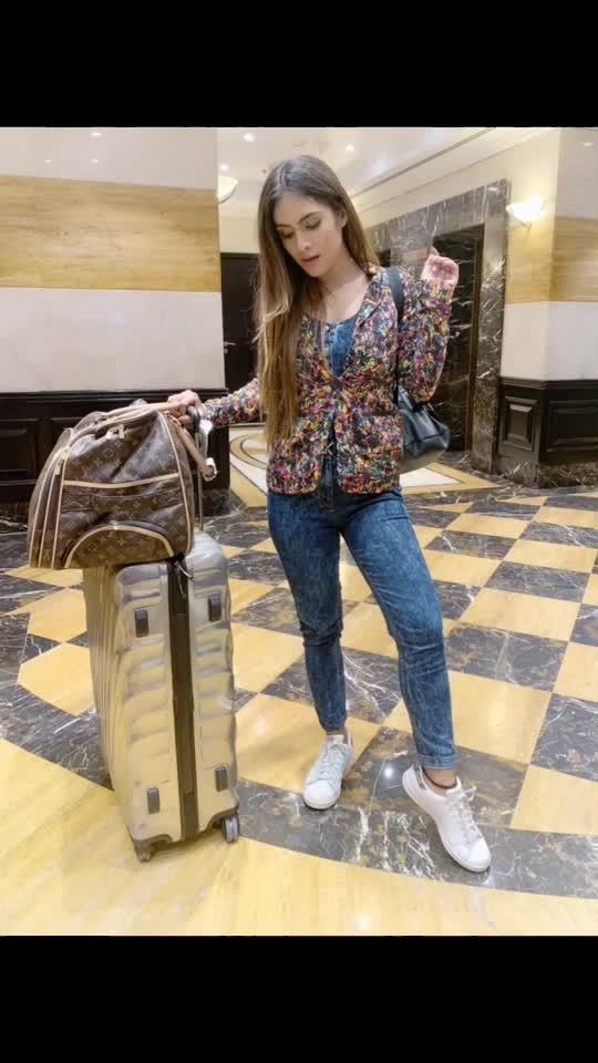 Dubai Shoot don't time to go back to Mumbai 🤩✈️✈️✈️ #homecalling ♥️ : #dubai #dxb #byebyetime #mumbai #mumbaicalling #goingbackhome #superhappy #travelphotography #travelgram #airportlook #dubaiairport #airportfashion #airportstyle #letsgo #traveltime #travelblogger #travelgirl #nehamalik #model #actor #blogger #bloggerstyle #casualoutfit #instalike