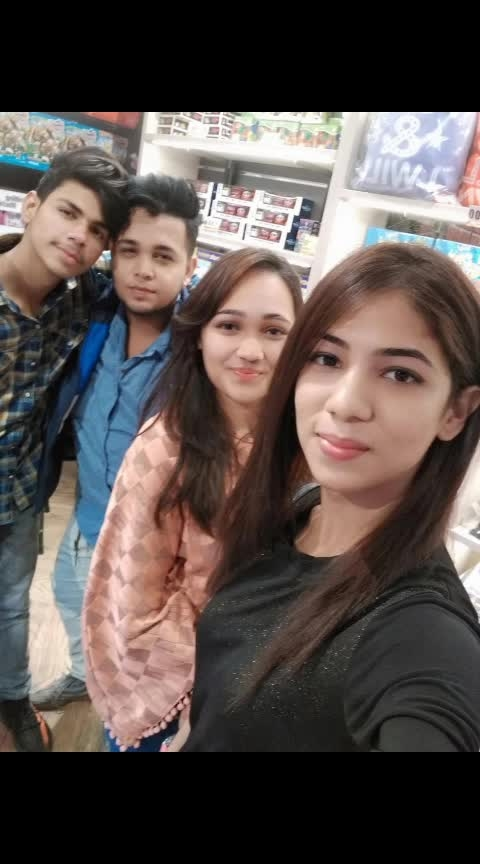 Use this hastag #selfiewithfriends  Yesterday's bowling 🎳 #bowling @roposocontests @roposotalks @roposobusiness #followme #followmeonroposo #actorslife #actor #celebration #celebrity #actorrashidkhan #iamrashidkhanroposo #iamrashidk