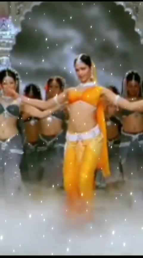 dhum thana #deepikapadukone #shahrukhkhan #bollywoodmovie #bollywoodsong #bollywooddance #roposo #roposoeffects #roposo-beauty #roposolove