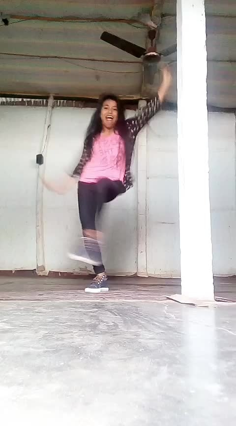 #lailamainlaila #dance #roposodance #staroftheweek #roposo-star #roposocrown #roposo-star @sanjayrathi0799 @anjanbehera Roposo @roposotalks @roposocontests #assamgirl #bollywooddance