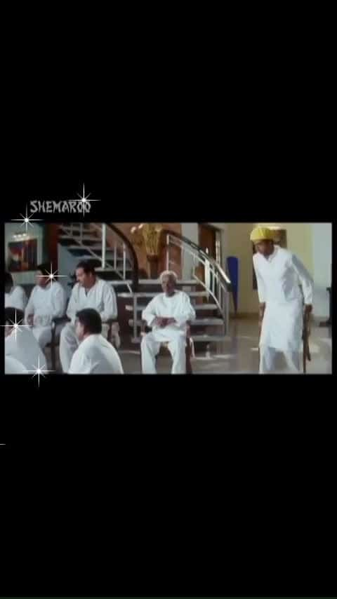 😂😂रो क्यूँ रहे हो इतना🤣🤣 #funny #roposo-funny #haha-funny #dhamaal_movie_comedy_scene