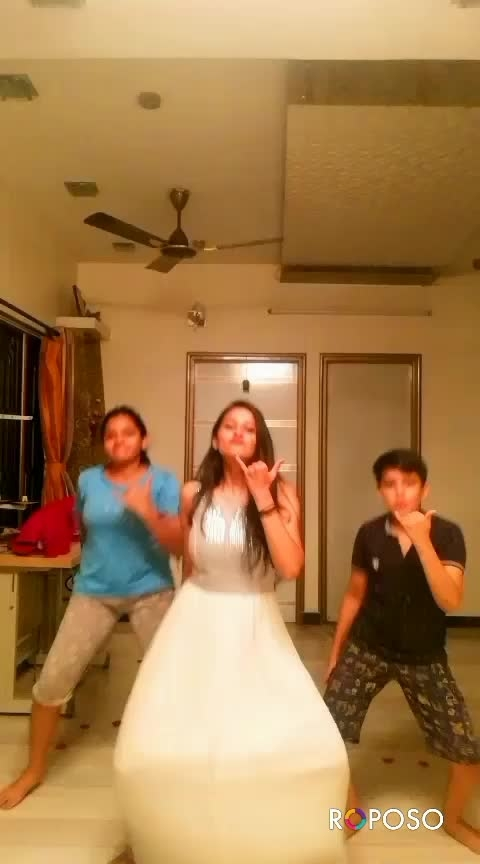 You guys r being liking my old video so thought of doing the same with my sweet little cousin's Show some love guys ❤️ #abusada #roposo-dance #ropo-love #ropostar #roposotalent