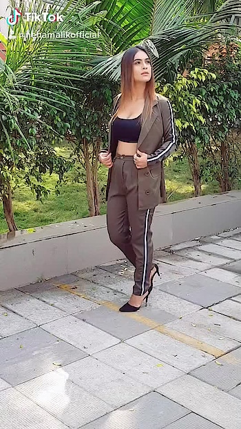 Makhna Makhna 😈😈😈♥️♥️♥️ PART 2 🤩🤩🤩 #realcandid ✌️✌️🙈🙈 hope girls can relate with this candid video 🙈🙈 as it happens with everyone 🤷‍♀️🤷‍♀️🤷‍♀️ 😋 : This blazer and pant set from @sheinofficial  To buy this one use my code NEHAQ1 to get ₹200 off ,orders over ₹2000 😍 search link - http://bit.ly/2U9pk78  search id - 622906  Grab this one now #happyshopping 😍 : #behindthescenes #makhna #posing #formallook #candid #candidvideo #girlythings #girlystuff #girlygirl #shooting #pollywood #yoyohoneysingh #punjabigirl #shootdiaries #photoshoot #fashionblogger #styleblogger #sheinofficial #shein #bossbabe #boldandbeautiful  #nehamalik #model #actor #blogger #instafashion #tiktok #tiktokindia : : Mua @makeupbysanjam_  Hair @makeupbysabashaikh  PC @dhavalgajjarphotography