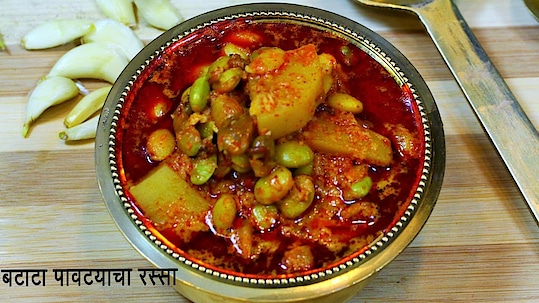 Pavata Batata Rassa is a traditional Maharashtrian recipe..fresh Pavata is in season now,so you can try this recipe quickly.. #ropo-love #ropo #roposo #ropo-post #ropo-foodie #recipe #recipes #recipeoftheday #cooking #gravy #foodiesofindia #roposo-food #food