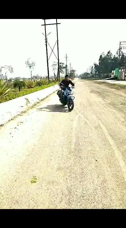 dhooom machale dhooom 😎 😎 #wheelie  #stunt #stunts #stunning #roposo-tv #bikes #biking #biker #stuntlife