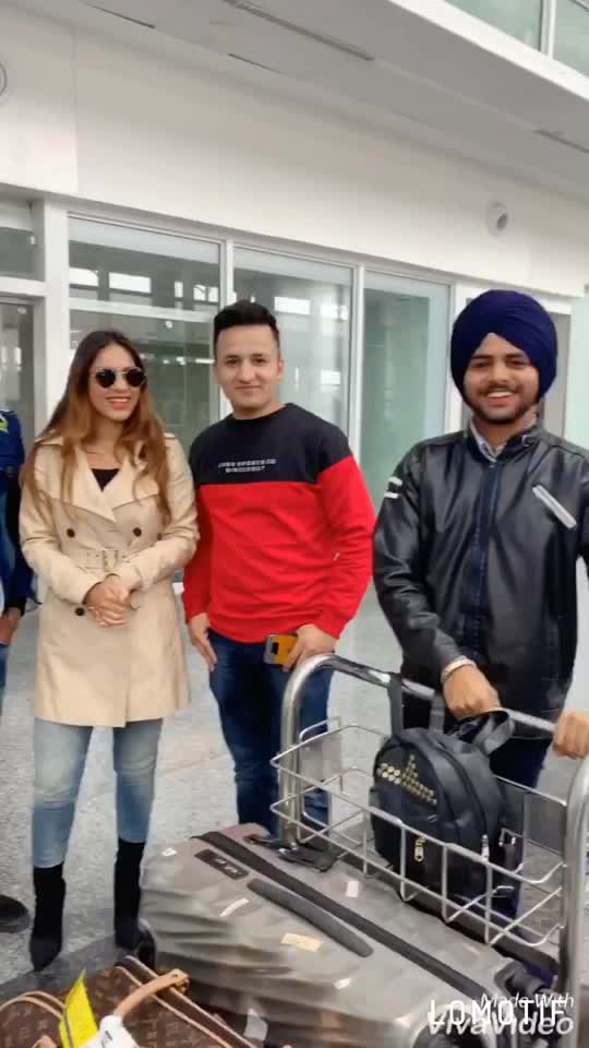 Fan moment at Chandigarh airport ♥️🤩🤩🤩🤩♥️ : Can't thanku enough for showing so much love to me always 🙏🙏 : #warmwelcome #chandigarh #airport #chandigarhdiaries #chandigarhairport #fanslove #fanmoment #lovelyfans #loveyouall #ilovemyfans #followers #tysm for #unconditionallove #support #moustache #punjabisong #pollywood #nehamalik #model #actor #blogger #airportdiaries #travel #instavideo #instagood #instamusic #instafollow