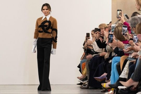 #Victoria #Beckham's family steals the show at #London #Fashion #Week!!!! Read more: http://bit.ly/2V6fCCS For shopping visit us : www.fabcouture.in   #FabCouture! #DesignerFabric #AffordablePrices  #DesignerDresses #Fabric #Fashion #DesignerWear #ModernWomen #DesiLook #Embroidered #WeddingFashion #EthnicAttire #WesternLook #affordablefashion #GreatDesignsStartwithGreatFabrics #LightnBrightColors #StandApartfromtheCrowd #EmbroideredFabrics