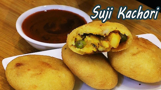 """Do try this crispy and crunchy """"Suji Kachori"""" recipe at home.. It's a very good tea time snack.. #ropo #roposo #ropo-daily #ropo-foodie #recipe #recipes #recipeoftheday #recipevideo #cooking #snacks #breakfast #snack #kachori #crispyfood #roposo-food"""