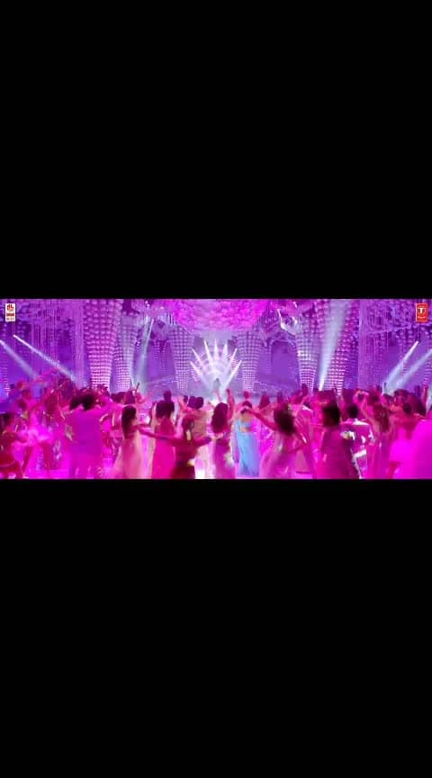 Watch #EkBaar Full Video Song from #VinayaVidheyaRama ...... #ramcharan #kiaraadvani #vinayavidheyarama #newvideosongs #ekbaarsong #ekbaarfullvideosong #laharimusic #boyapatisrinu #dspmagic
