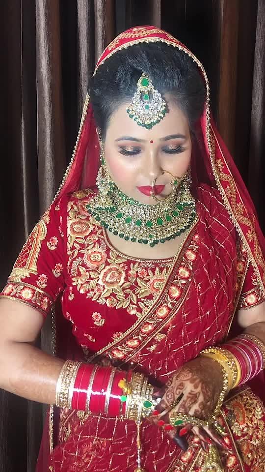Classic Smokey Eye Bride 👰   😍  #beautifulbride #bride #wedding #indianwedding #weddingphotography #makeup #indianbride #weddinginspiration #bridalmakeup #love #weddingdress #beautiful #bridaljewellery #mua #beauty #weddingday #bridegoals #couple #lehenga #brideandgroom #jewellery #weddinggoals #bridetobe #photoshoot #couplegoals #bigfatindianwedding #weddinginspo #jewelry #gorgeous #bhfyp
