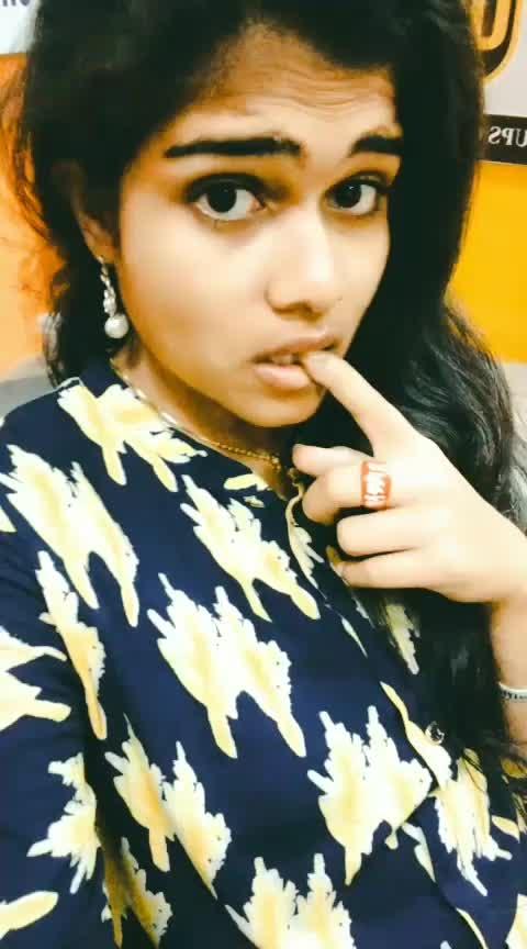 Yo .. #radhu is an #emotion 😎😉 #vastavaa vastaavaa .. raadhuuu #comedy #song #act #featureme #risingstar #roposostar #roposo